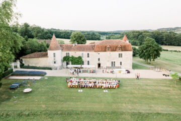 Fine art videograaf videographer filmmaker film video drone fotograaf photographer Milou van Ham Fotografie bruidsfotograaf Frankrijk Dordogne Charente France chateau de Lerse kasteel French castle wedding photography and videography videograaf photographe team lichte stijl romantisch zonsondergang styling weddingplanner België huwelijk huwelijksfotograaf trouwen in het buitenland destination wedding mariage Perignac Angouleme romantic chic pool lavender getting married shoot photoshoot - Movimento Films